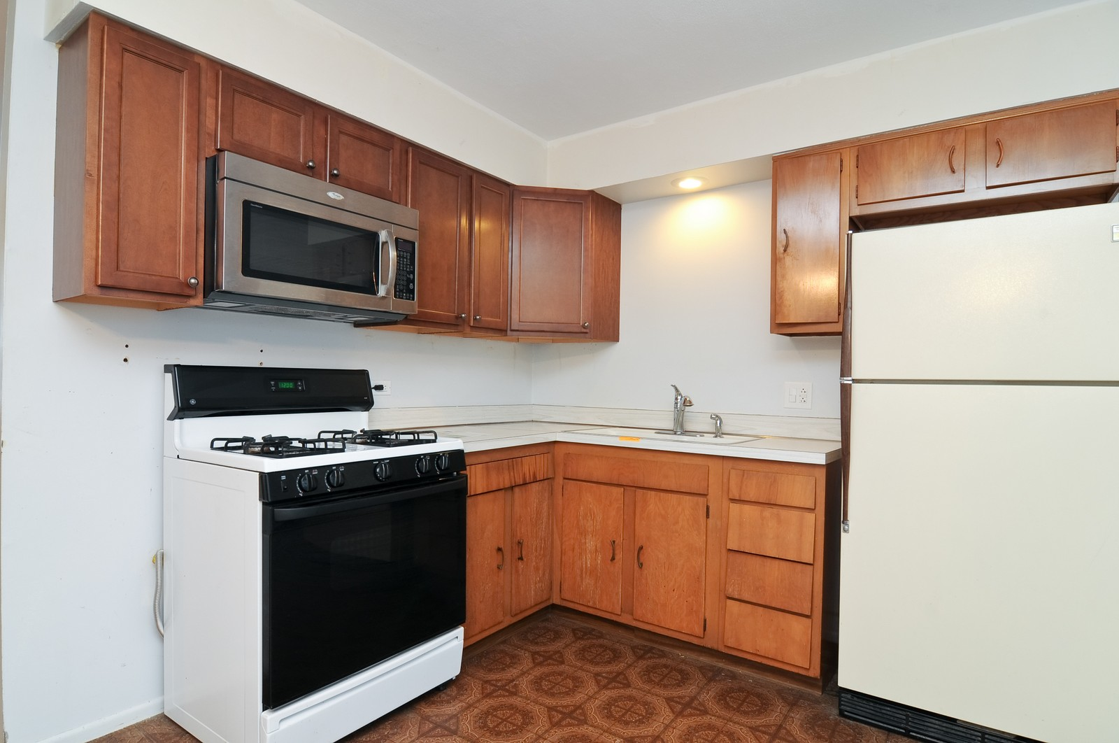 Real Estate Photography - 18648 W Pamela Pl, Gurnee, IL, 60031 - Kitchen