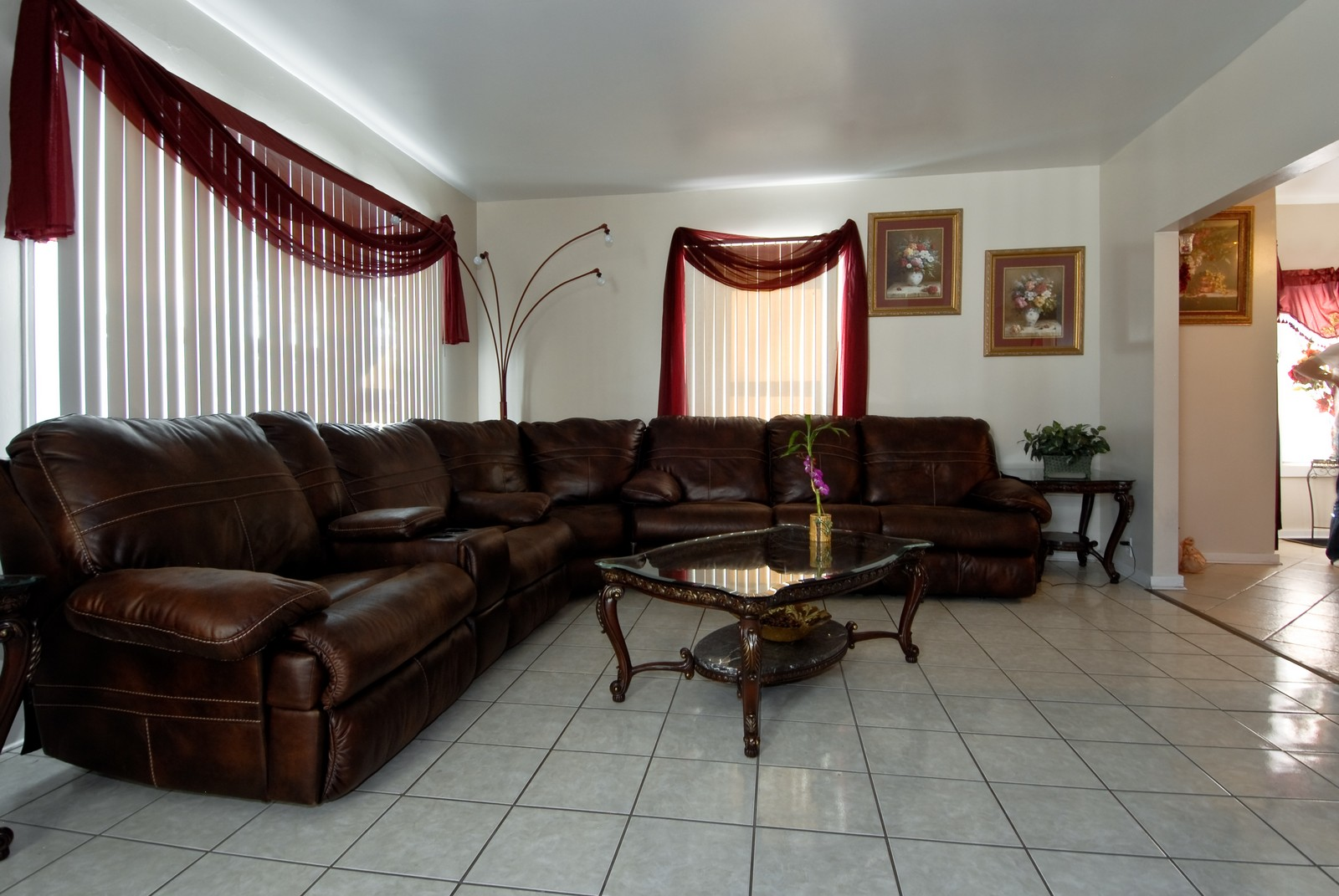 Real Estate Photography - 569 Woodlawn Ave, Aurora, IL, 60505 - Living Room