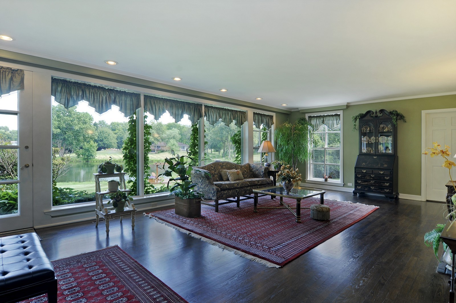 Real Estate Photography - 55 W Lakeview Ln, Barrington Hills, IL, 60010 - Living Room