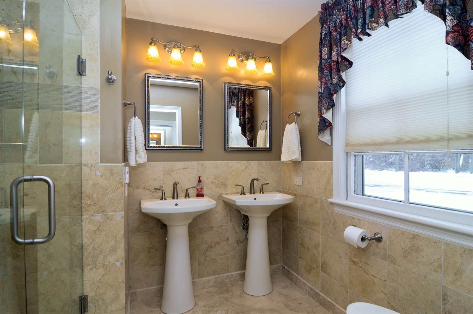 Real Estate Photography - 55 W Lakeview Ln, Barrington Hills, IL, 60010 - Master Bathroom