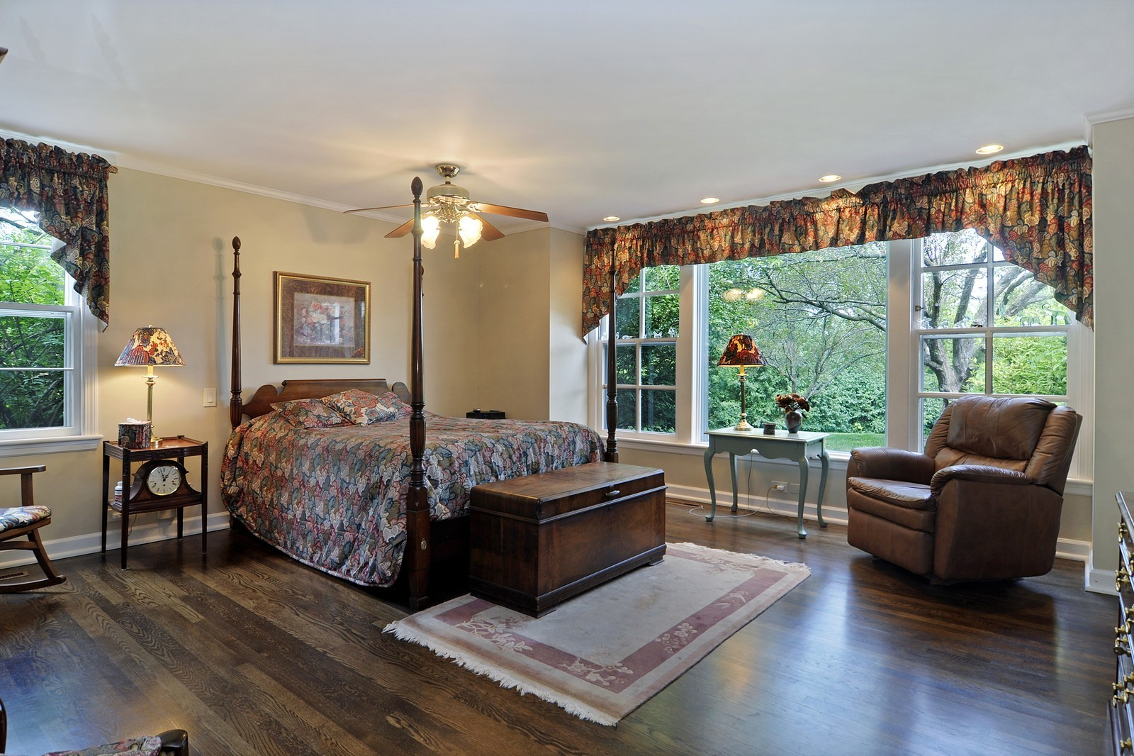 Real Estate Photography - 55 W Lakeview Ln, Barrington Hills, IL, 60010 - Master Bedroom