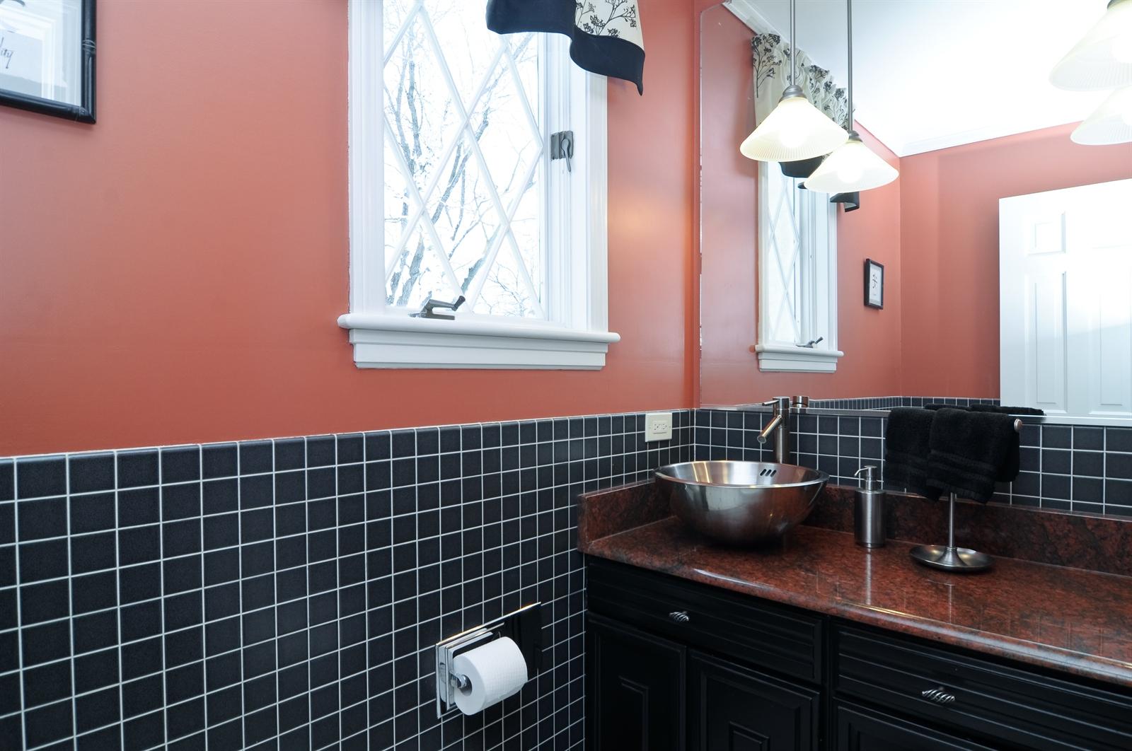 Real Estate Photography - 55 W Lakeview Ln, Barrington Hills, IL, 60010 - Half Bath