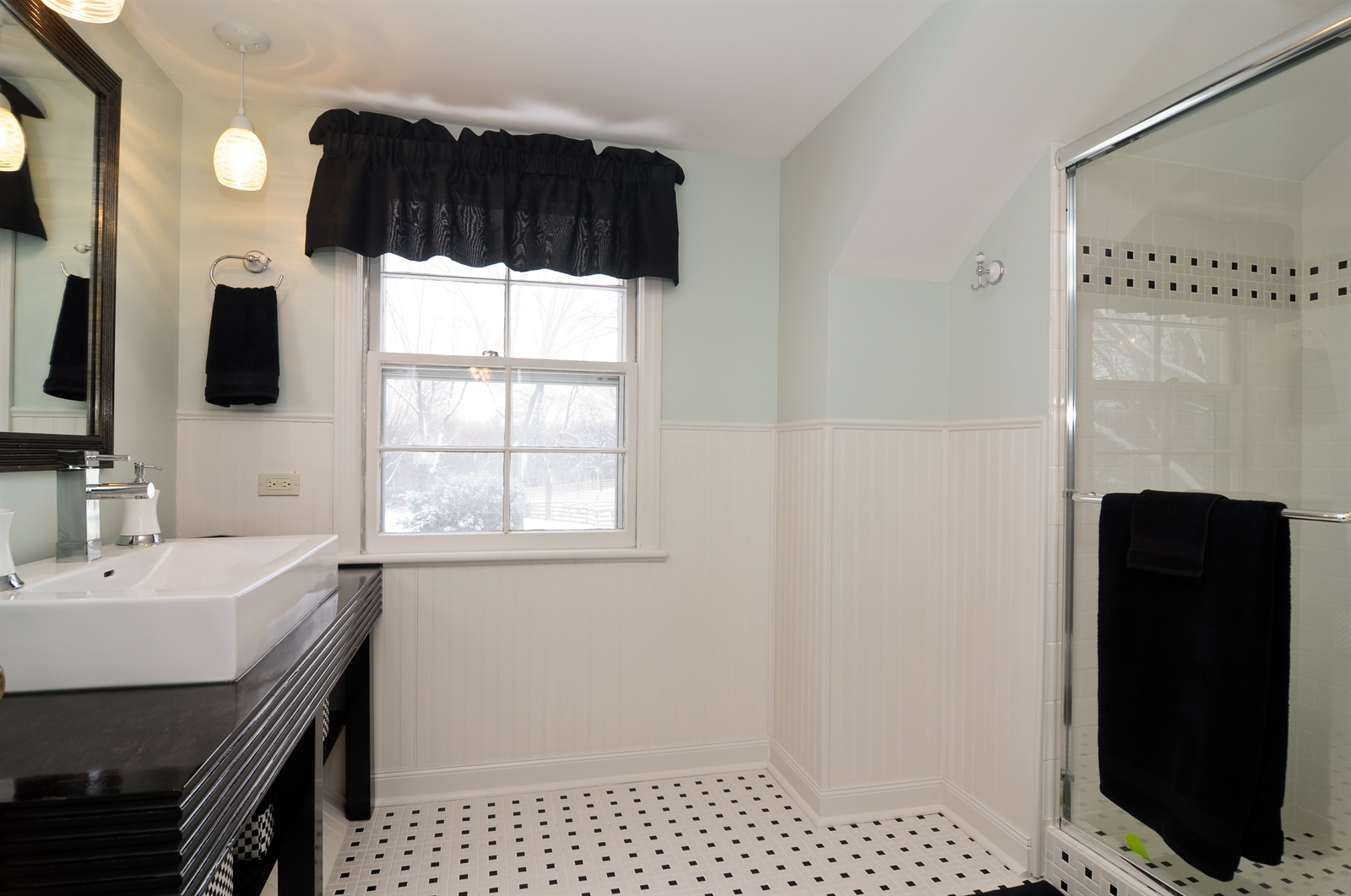 Real Estate Photography - 55 W Lakeview Ln, Barrington Hills, IL, 60010 - Bathroom