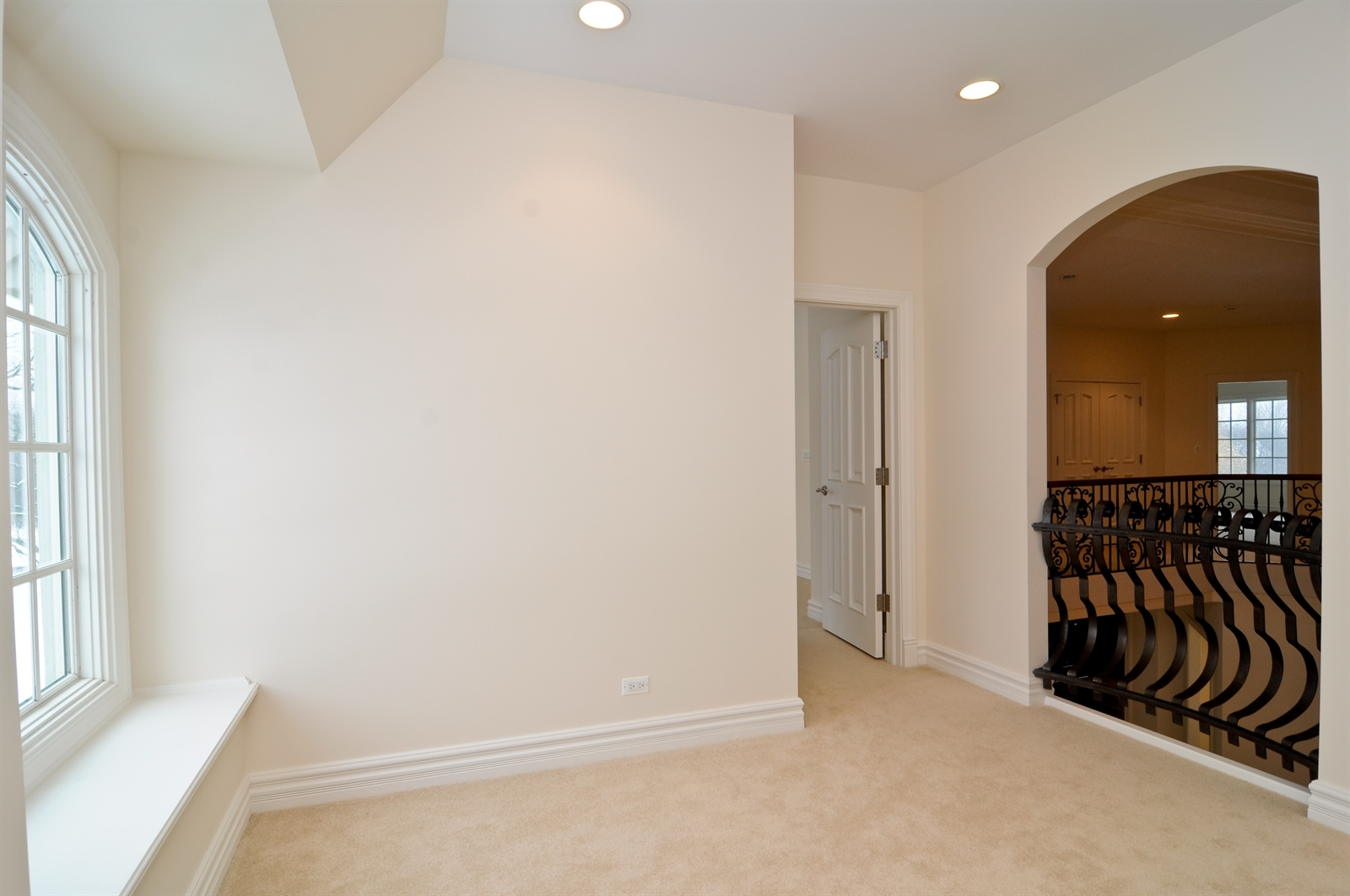 Real Estate Photography - 411 Caesar Dr, Barrington Hills, IL, 60010 - Hallway