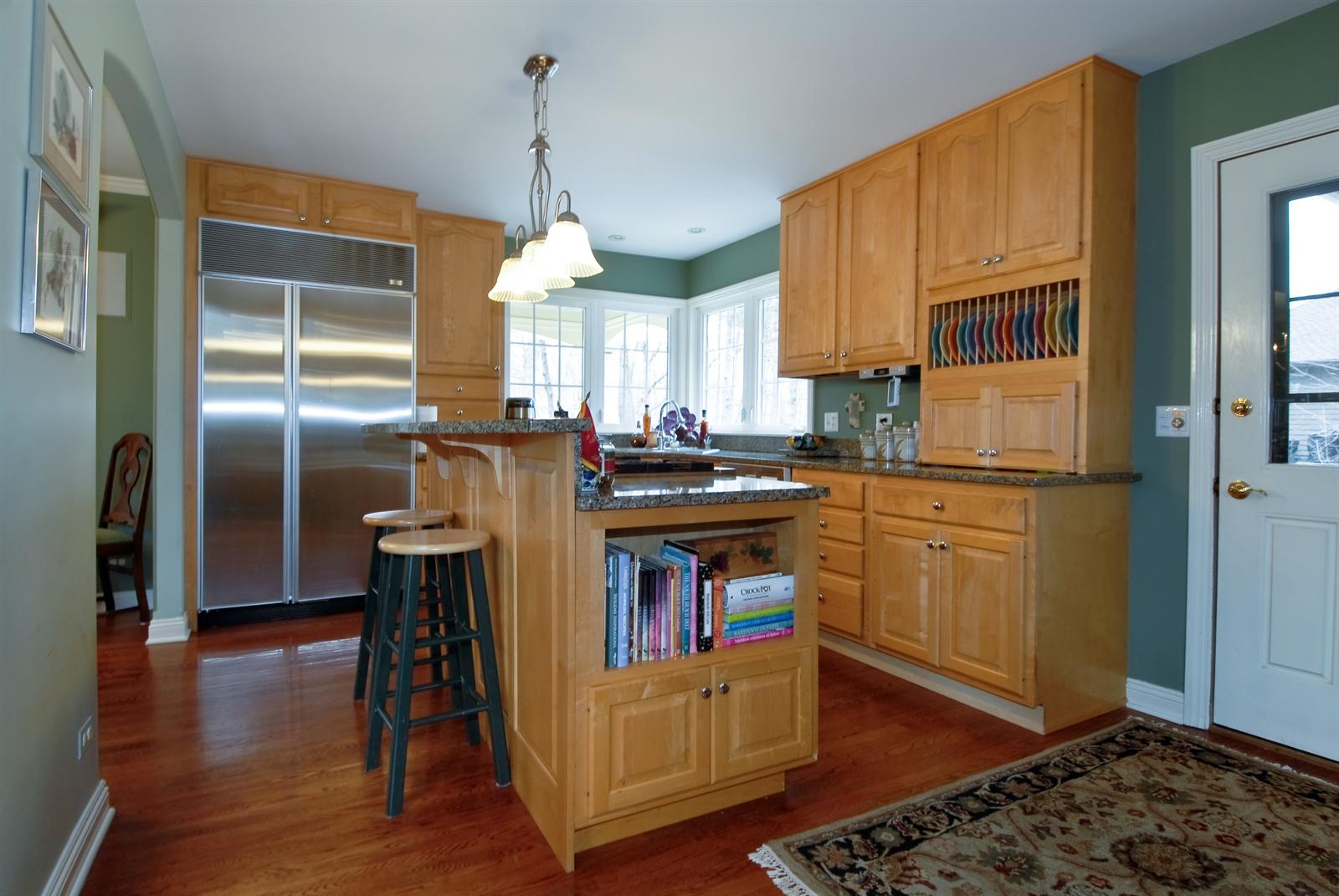 Real Estate Photography - 620 E Gartner Rd, Naperville, IL, 60540 - Kitchen