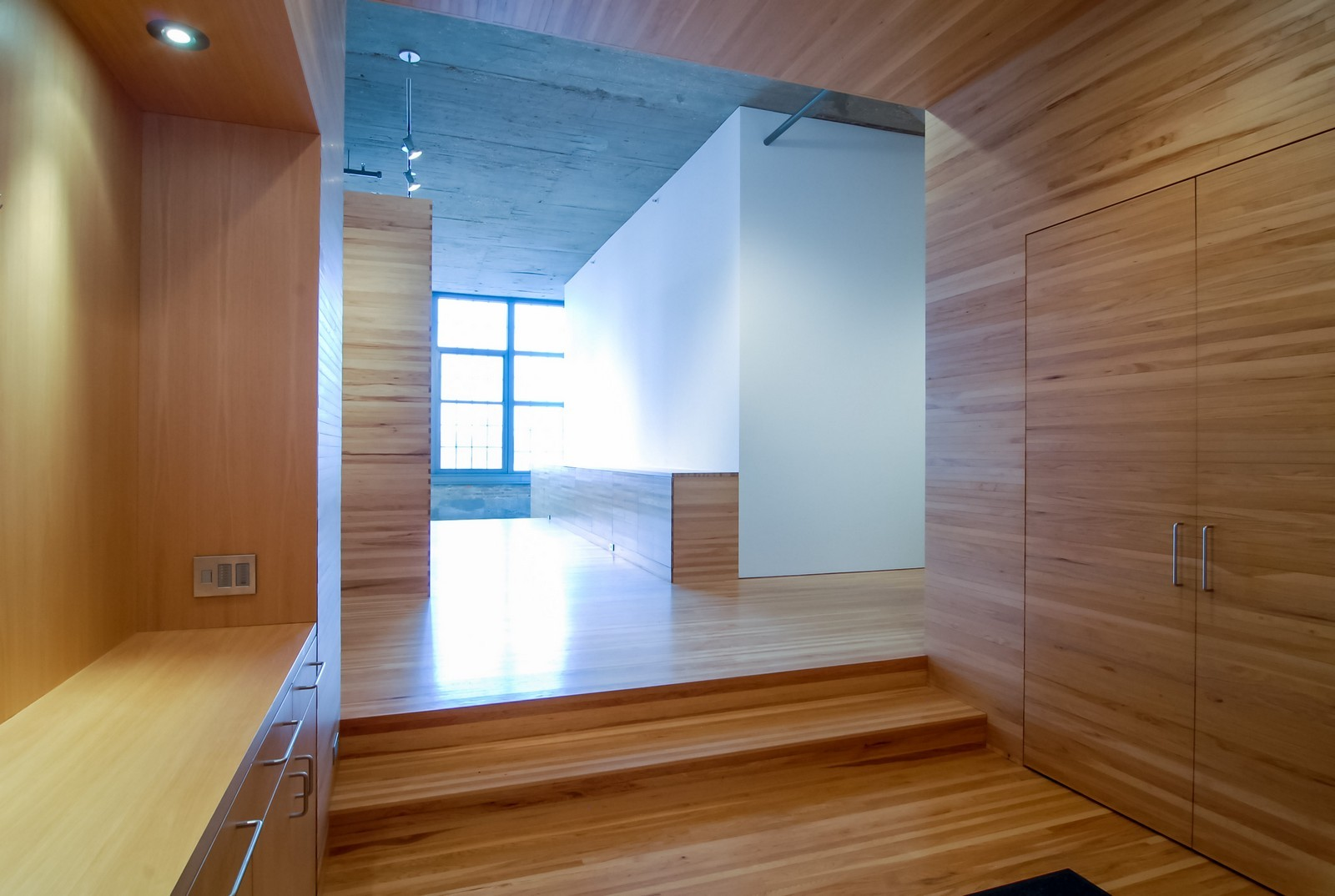 Real Estate Photography - 900 N Kingsbury St, Unit 950, Chicago, IL, 60654 - Foyer