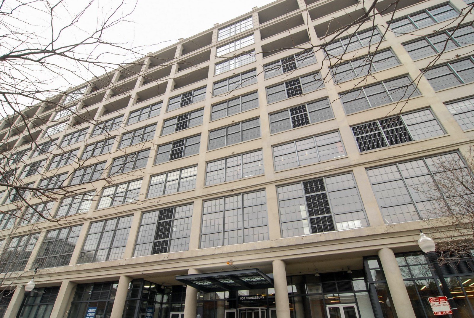 Real Estate Photography - 900 N Kingsbury St, Unit 950, Chicago, IL, 60654 - Front View