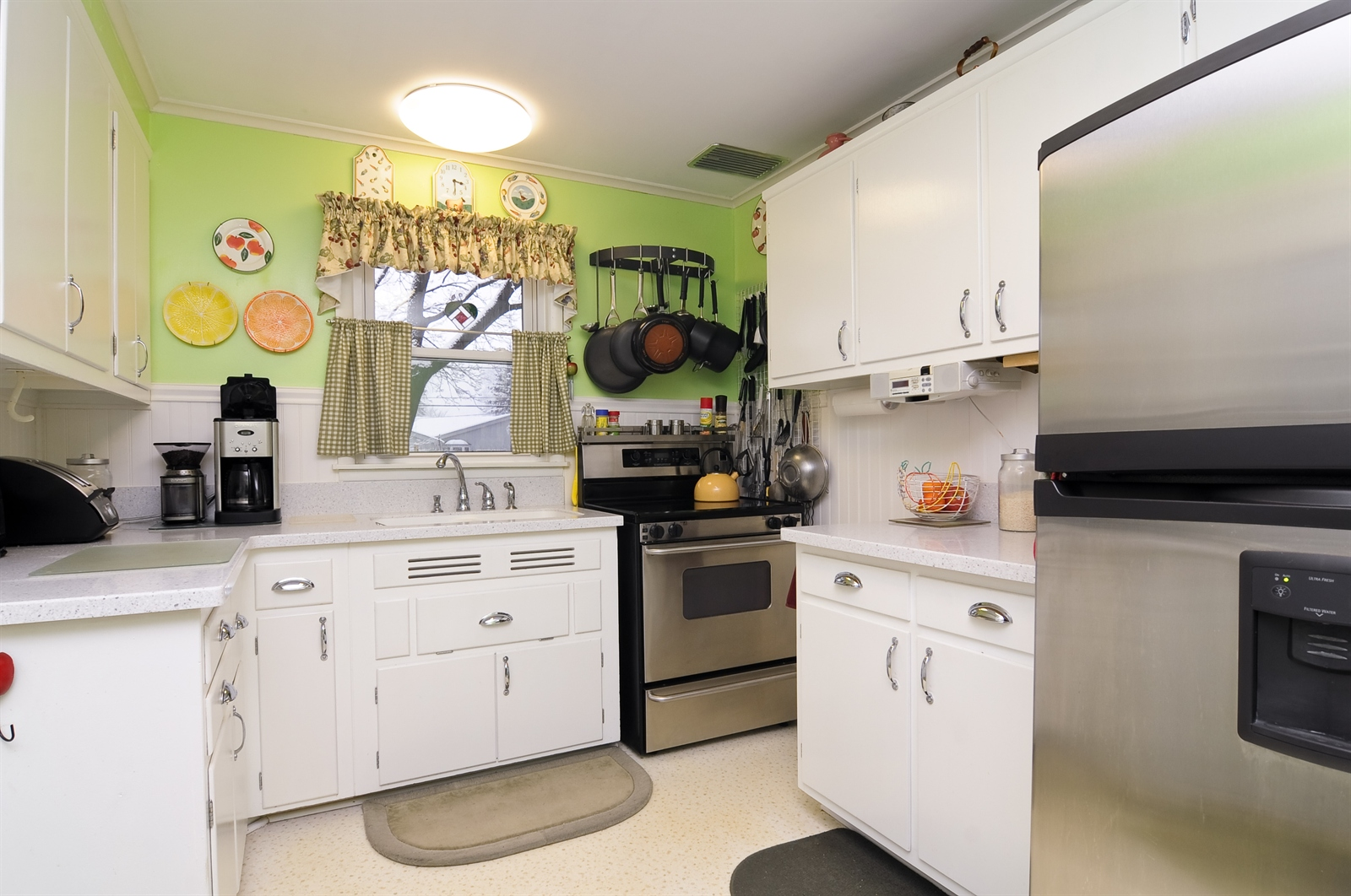 Real Estate Photography - 214 Helena Ave, Wauconda, IL, 60084 - Kitchen