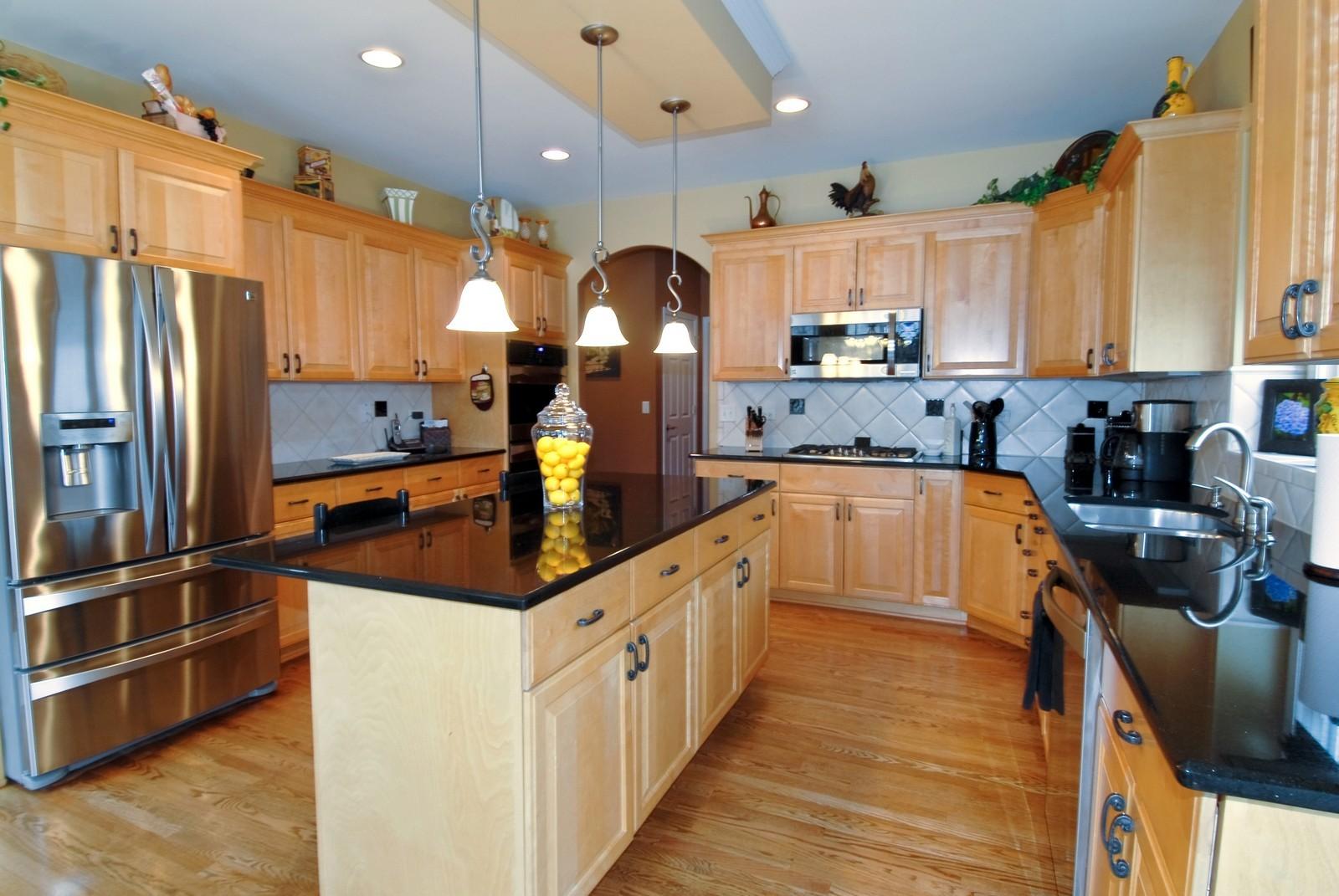 Real Estate Photography - 701 Ashton Ln, South Elgin, IL, 60177 - Kitchen