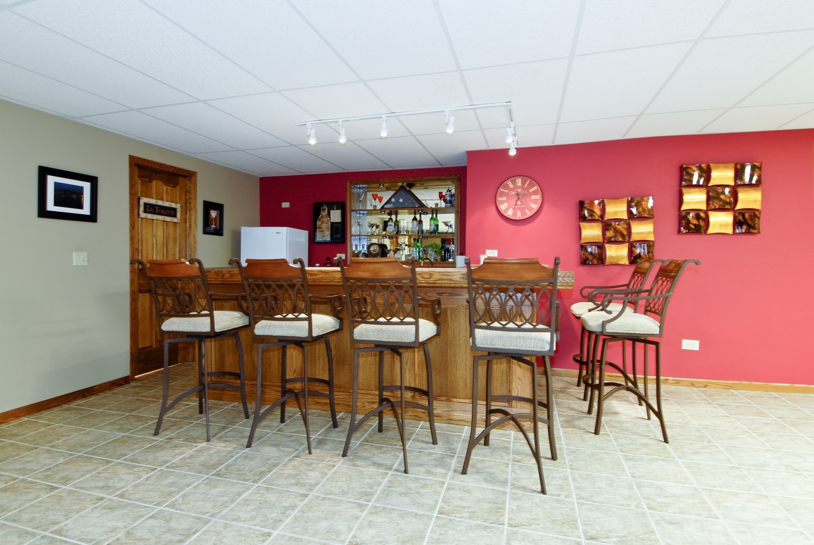 Real Estate Photography - 701 Ashton Ln, South Elgin, IL, 60177 - Bar