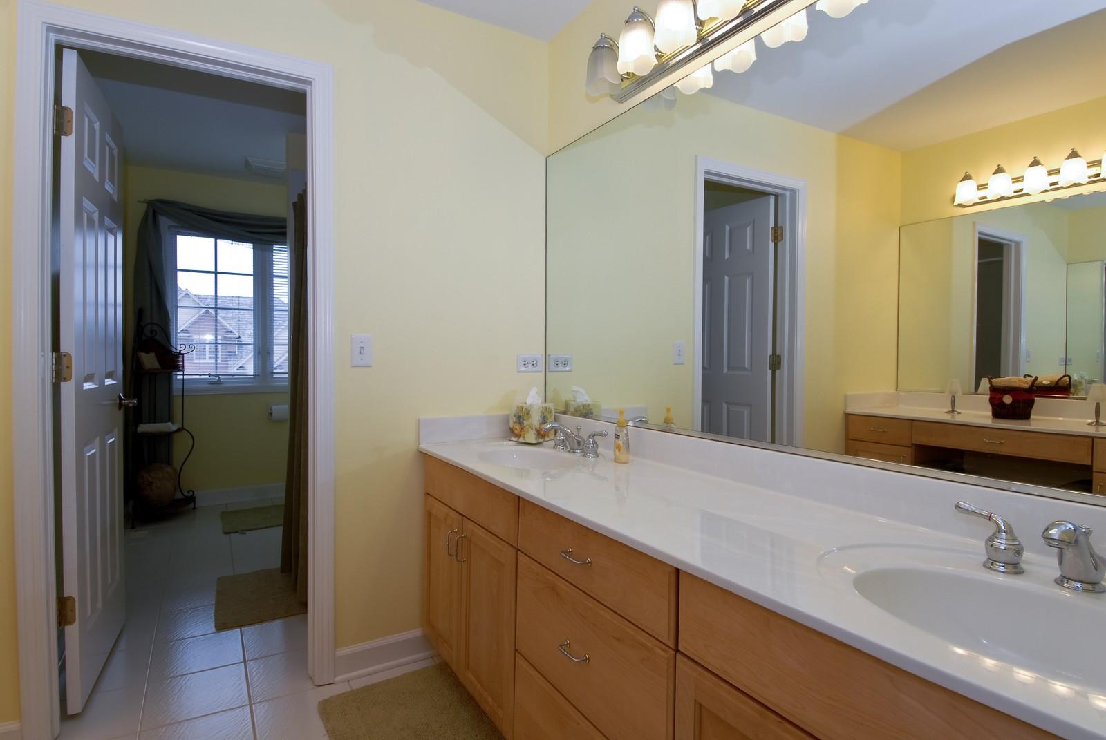 Real Estate Photography - 701 Ashton Ln, South Elgin, IL, 60177 - 2nd Bathroom