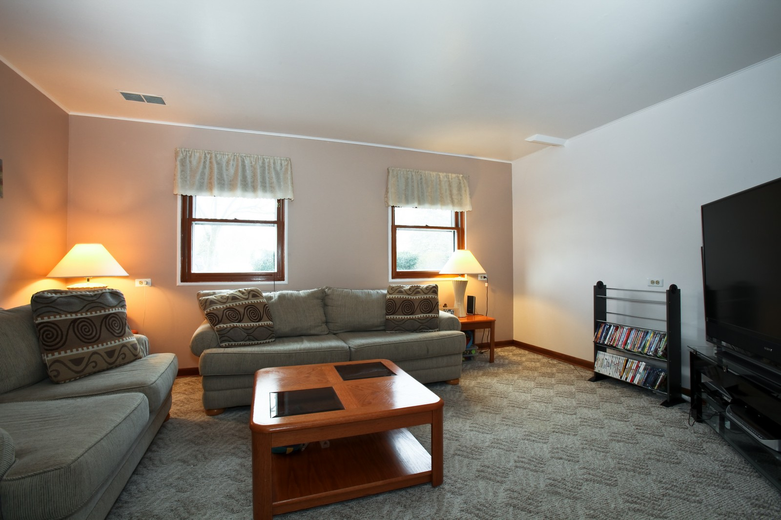Real Estate Photography - 7609 W 173rd St, Tinley Park, IL, 60477 - Family Room