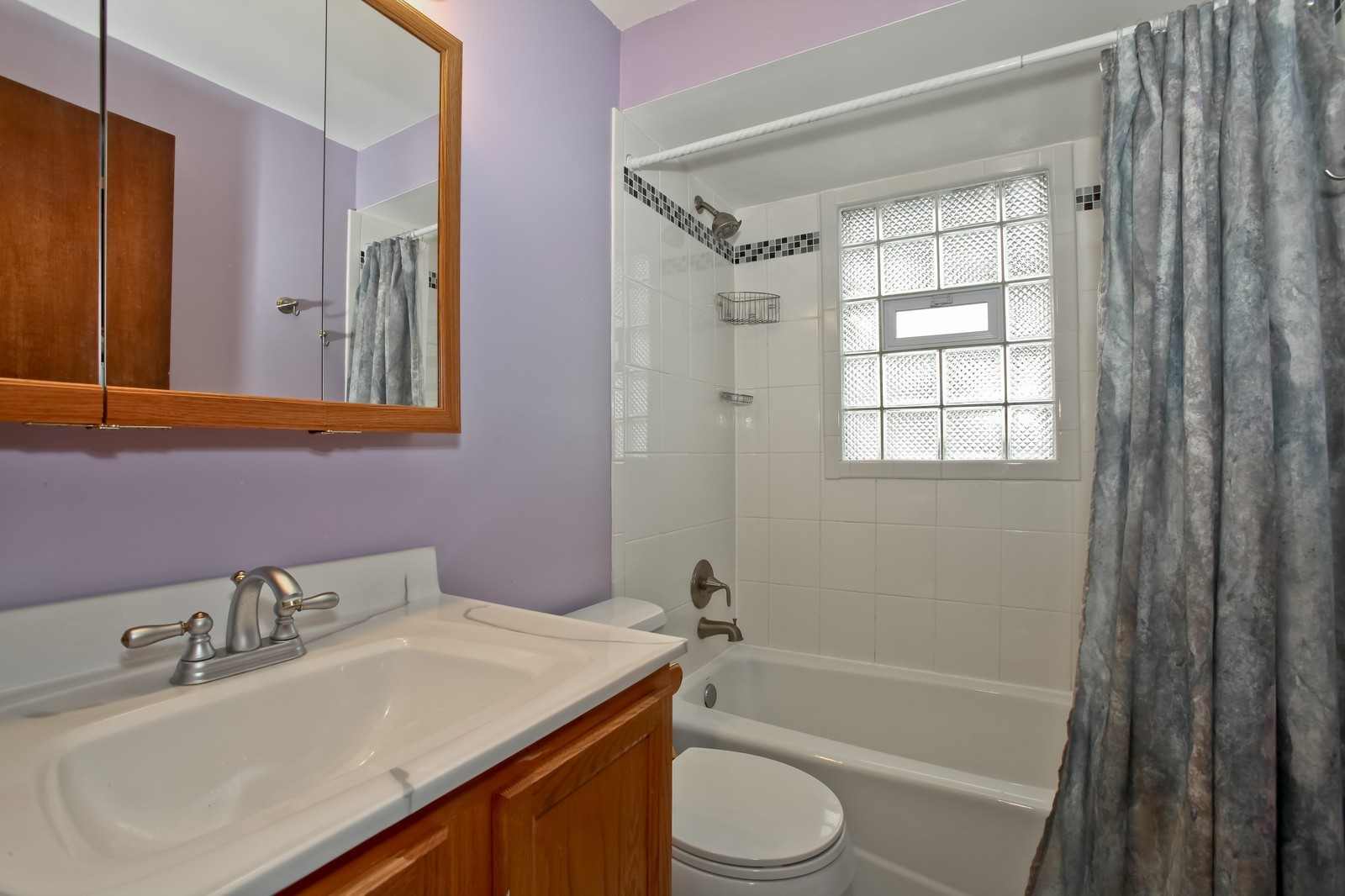Real Estate Photography - 7609 W 173rd St, Tinley Park, IL, 60477 - Bathroom