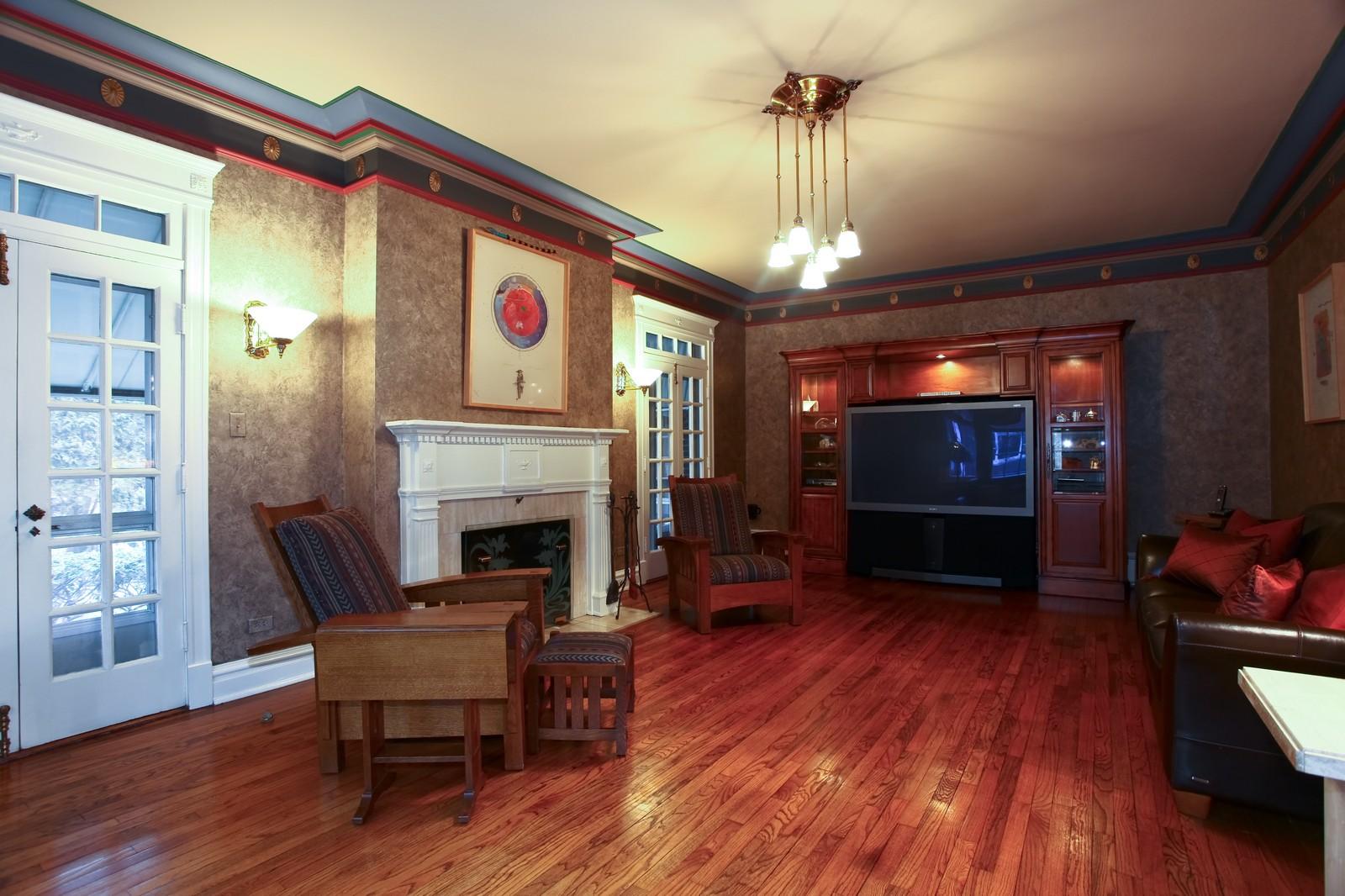 Real Estate Photography - 864 Woodland Dr, Glen Ellyn, IL, 60137 - Living Room