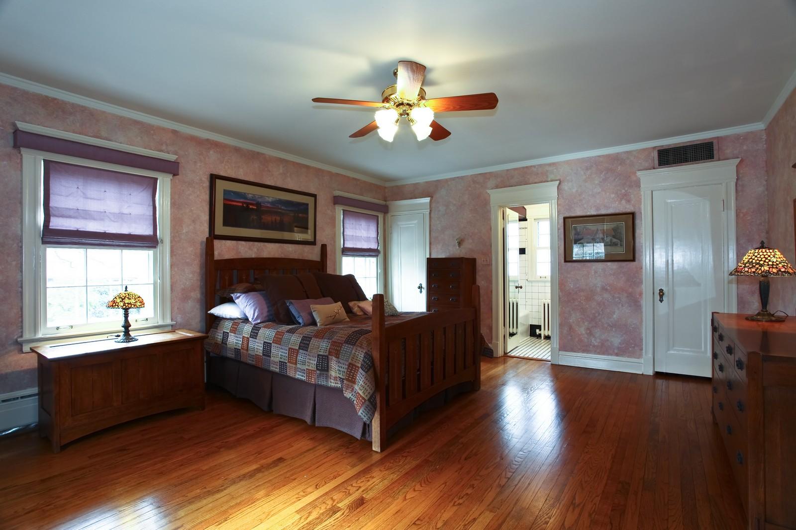 Real Estate Photography - 864 Woodland Dr, Glen Ellyn, IL, 60137 - Master Bedroom
