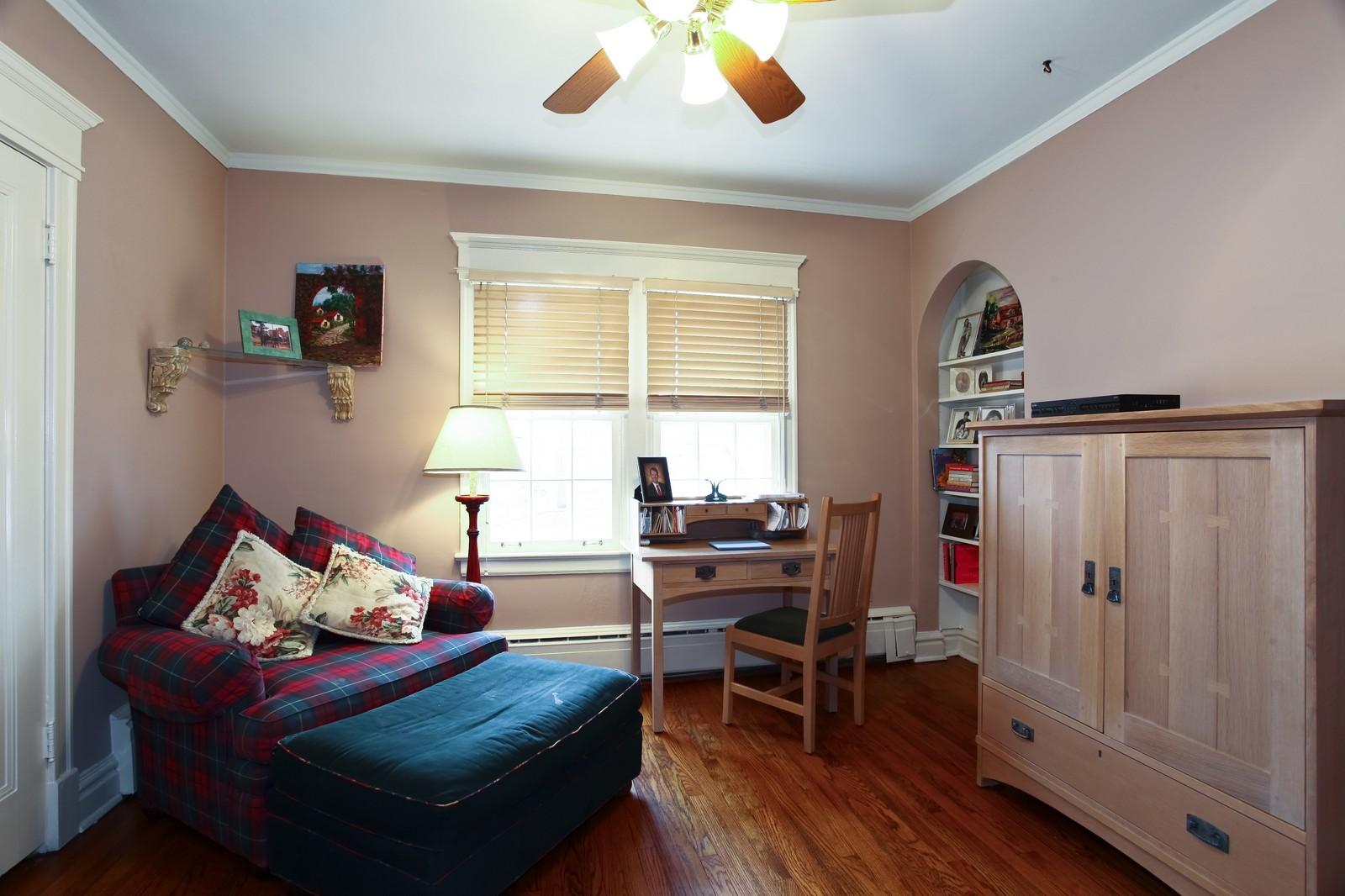Real Estate Photography - 864 Woodland Dr, Glen Ellyn, IL, 60137 - 3rd Bedroom
