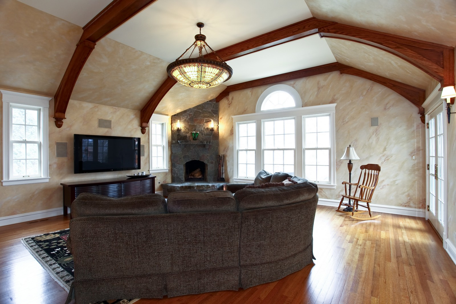 Real Estate Photography - 864 Woodland Dr, Glen Ellyn, IL, 60137 - Family Room