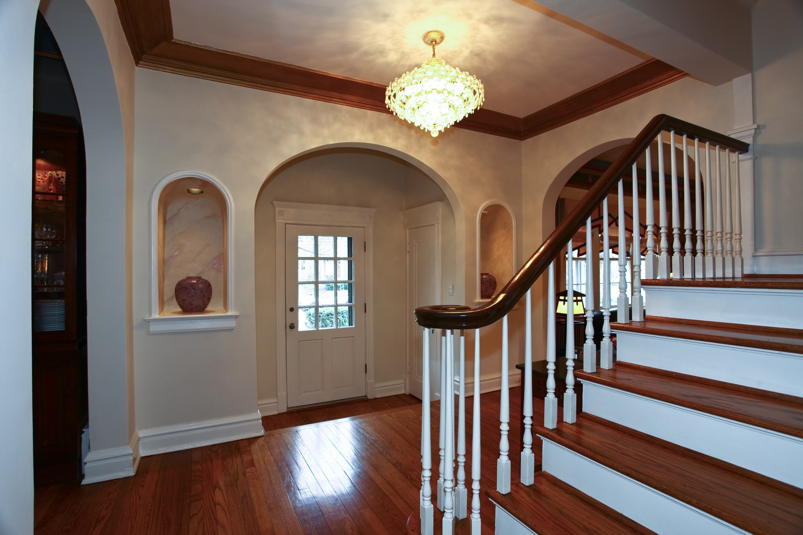 Real Estate Photography - 864 Woodland Dr, Glen Ellyn, IL, 60137 - Foyer