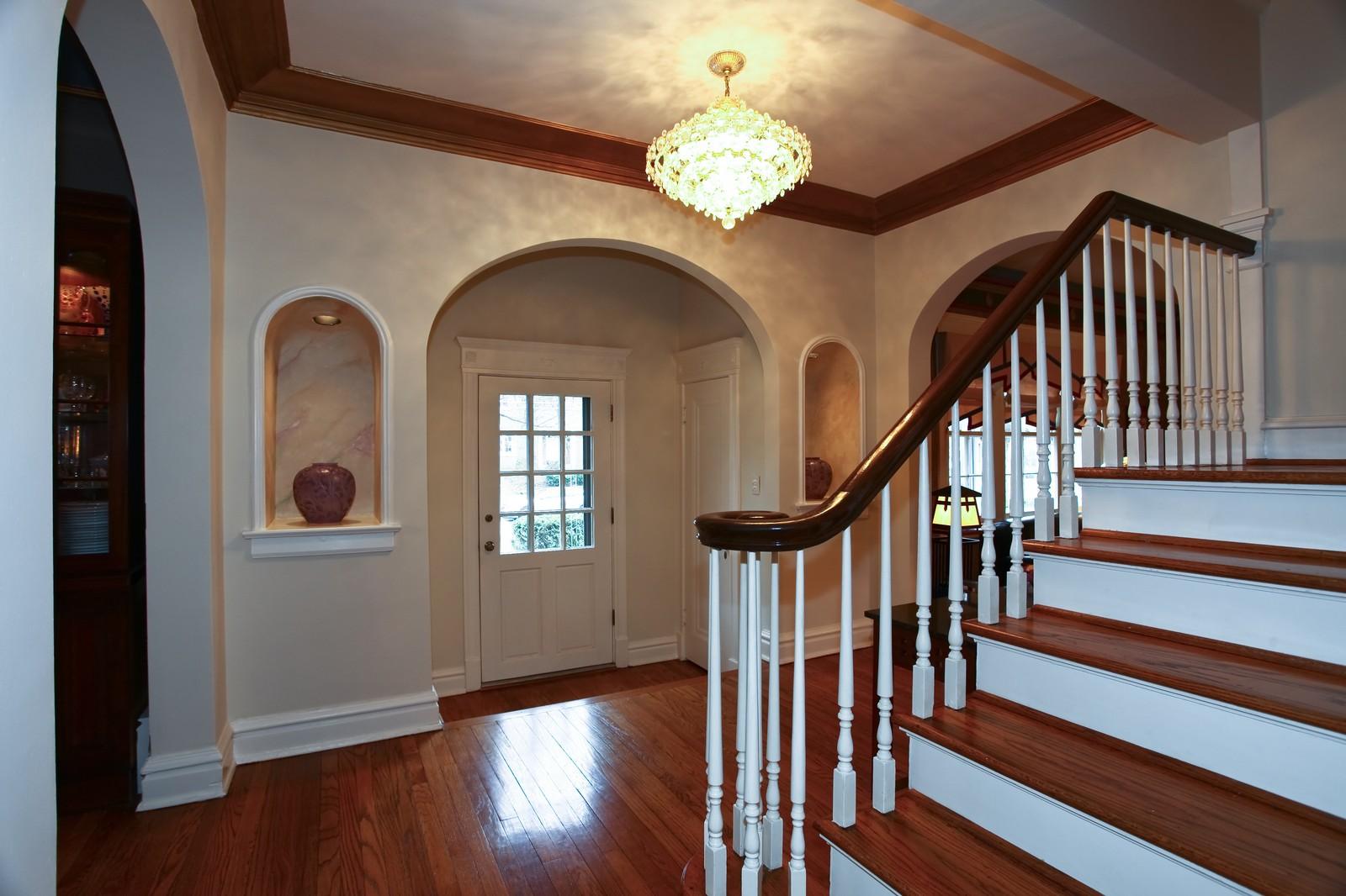 Real Estate Photography - 864 Woodland Dr, Glen Ellyn, IL, 60137 - Foyer