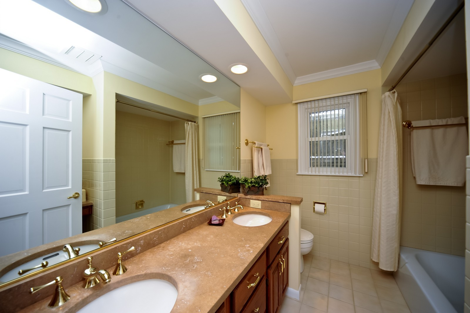 Real Estate Photography - 921 Oak Spring Ln, Libertyville, IL, 60048 - Master Bathroom