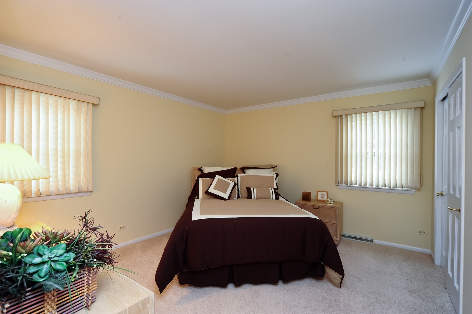 Real Estate Photography - 921 Oak Spring Ln, Libertyville, IL, 60048 - 2nd Bedroom