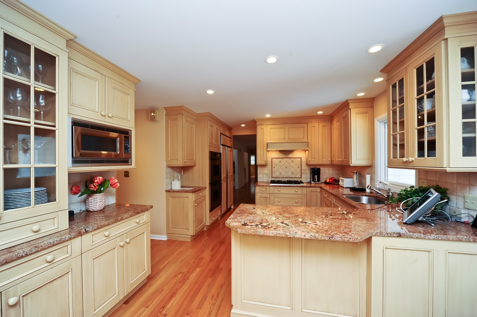 Real Estate Photography - 921 Oak Spring Ln, Libertyville, IL, 60048 - Kitchen