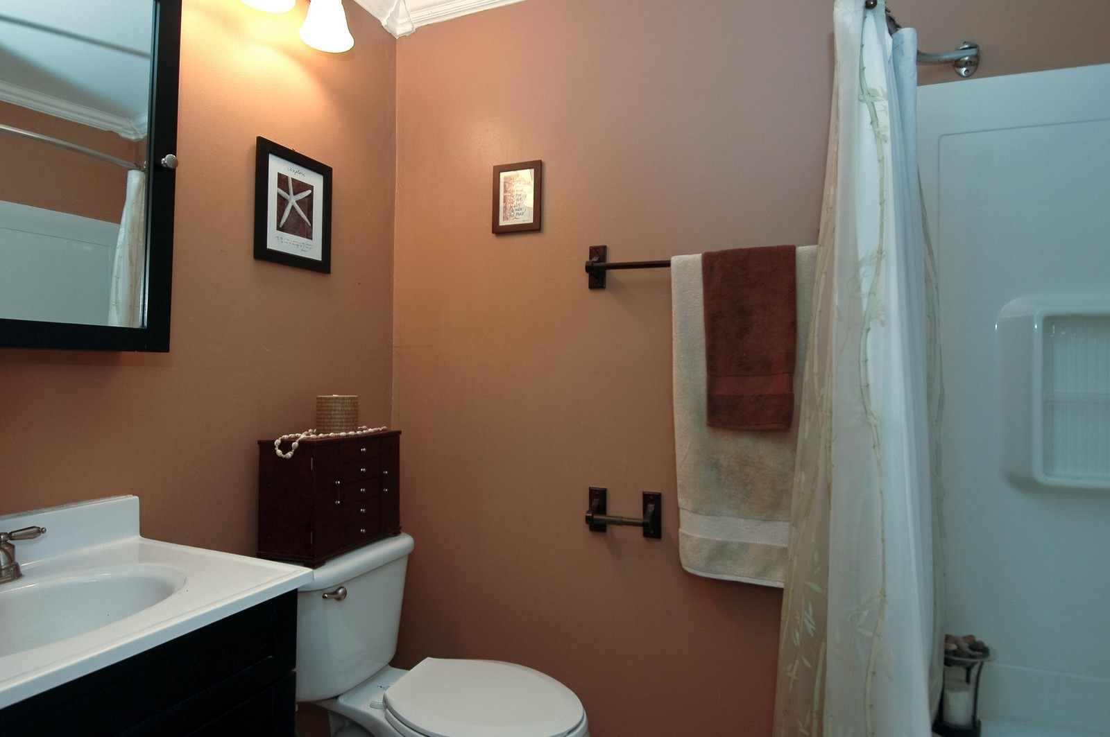Real Estate Photography - 10 Bright Oaks Cir, Cary, IL, 60013 - 2nd Bathroom