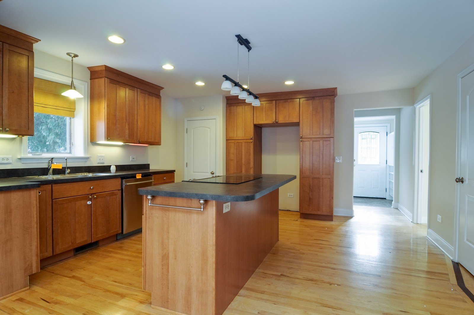 Real Estate Photography - 109 N River Rd, Fox River Grove, IL, 60021 - Kitchen