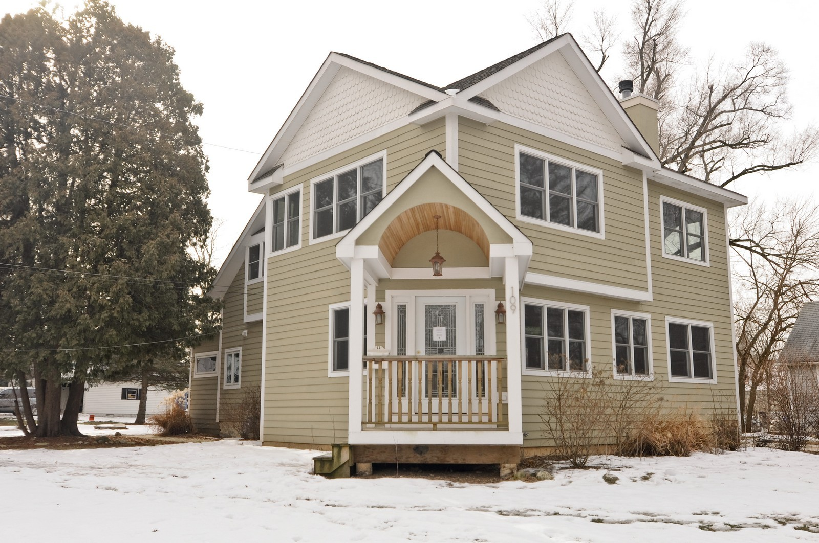 Real Estate Photography - 109 N River Rd, Fox River Grove, IL, 60021 - Front View