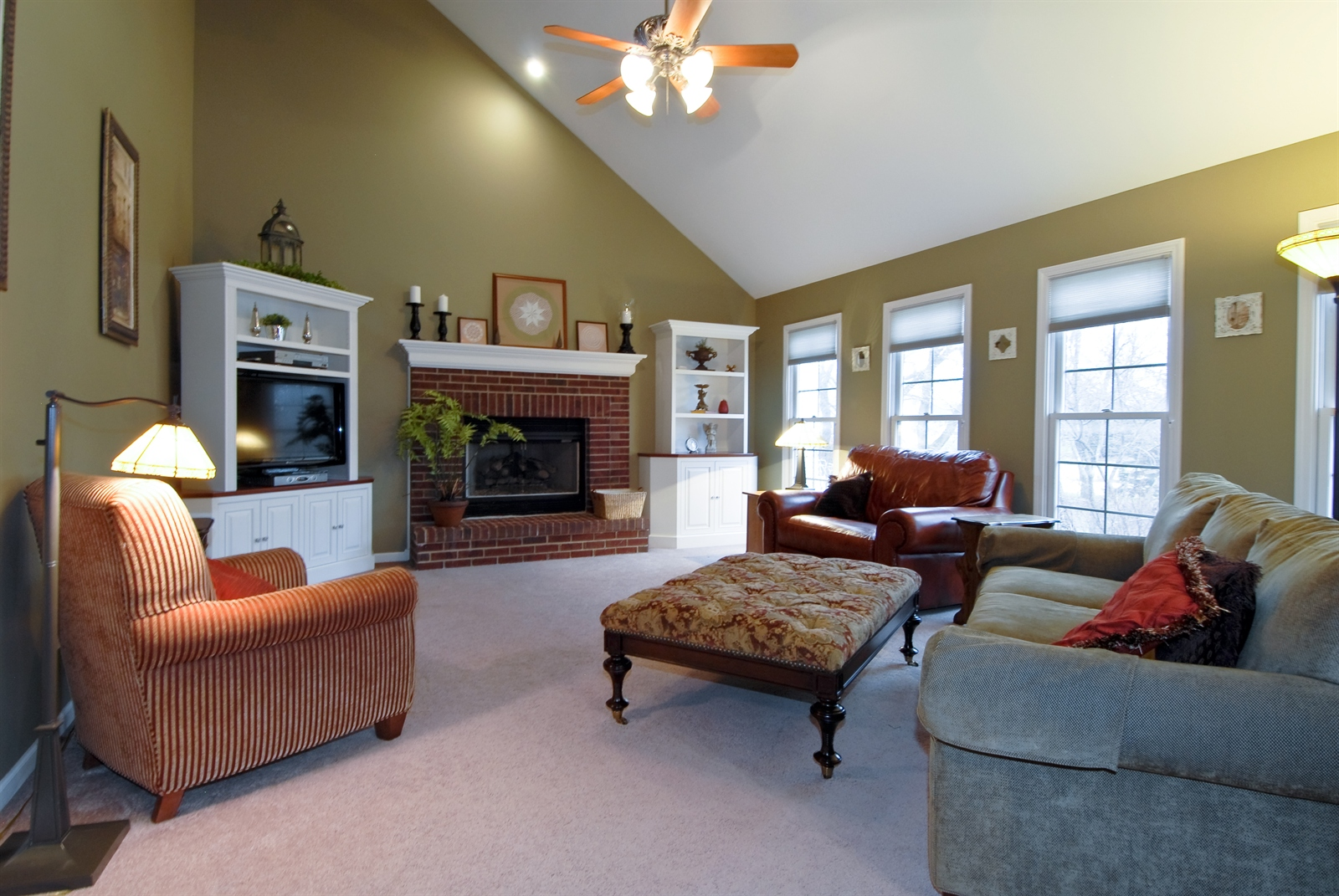 Real Estate Photography - 644 Dewig Ct, North Aurora, IL, 60542 - Family Room