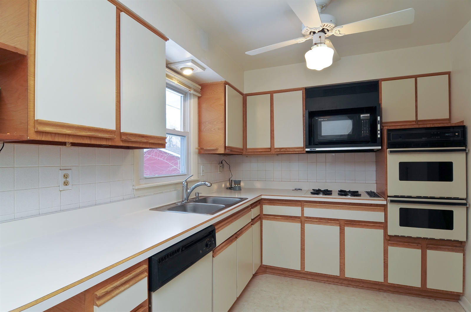Real Estate Photography - 18658 Old Plank Rd, Wildwood, IL, 60030 - Kitchen