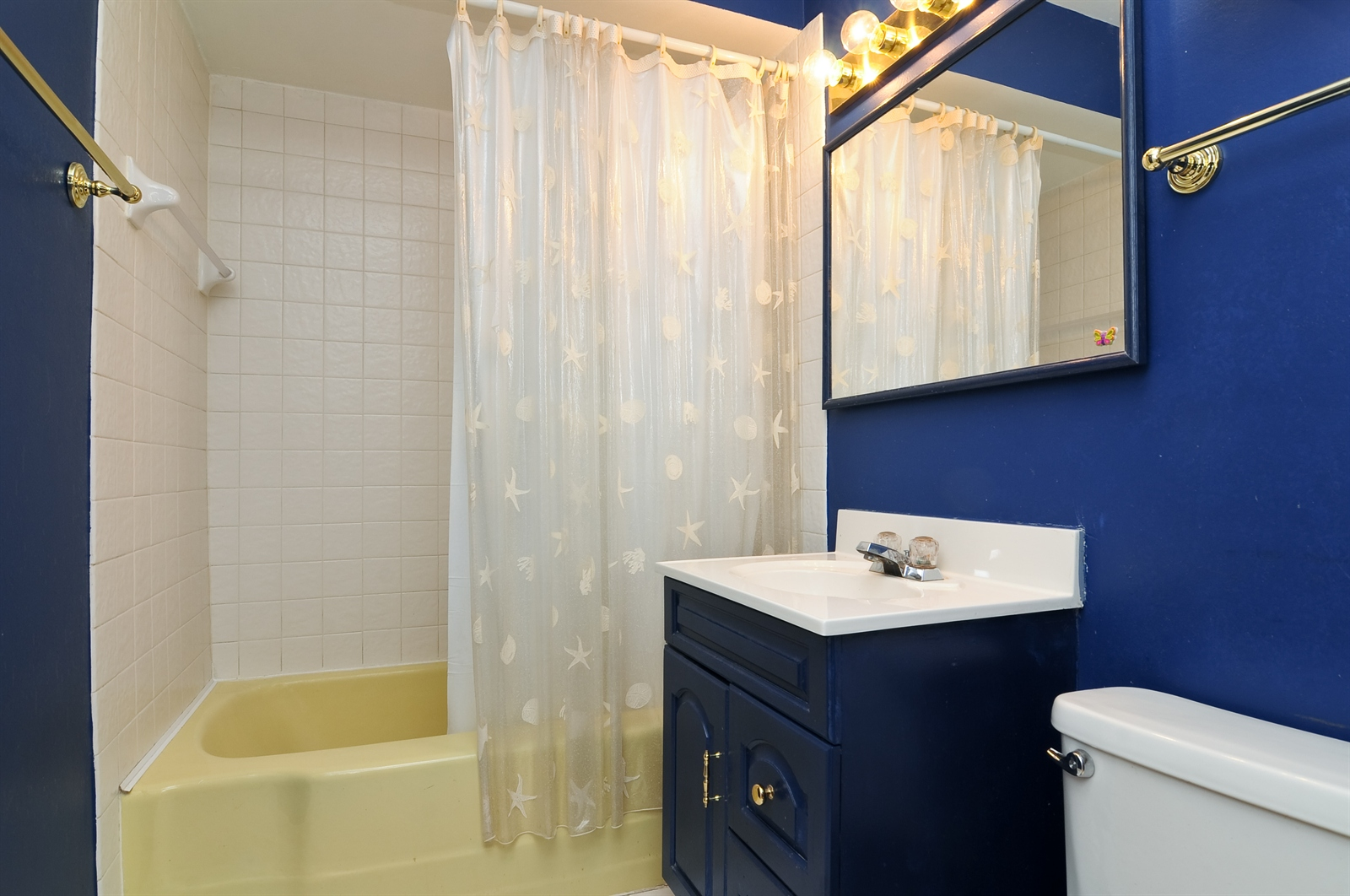 Real Estate Photography - 18658 Old Plank Rd, Wildwood, IL, 60030 - Bathroom