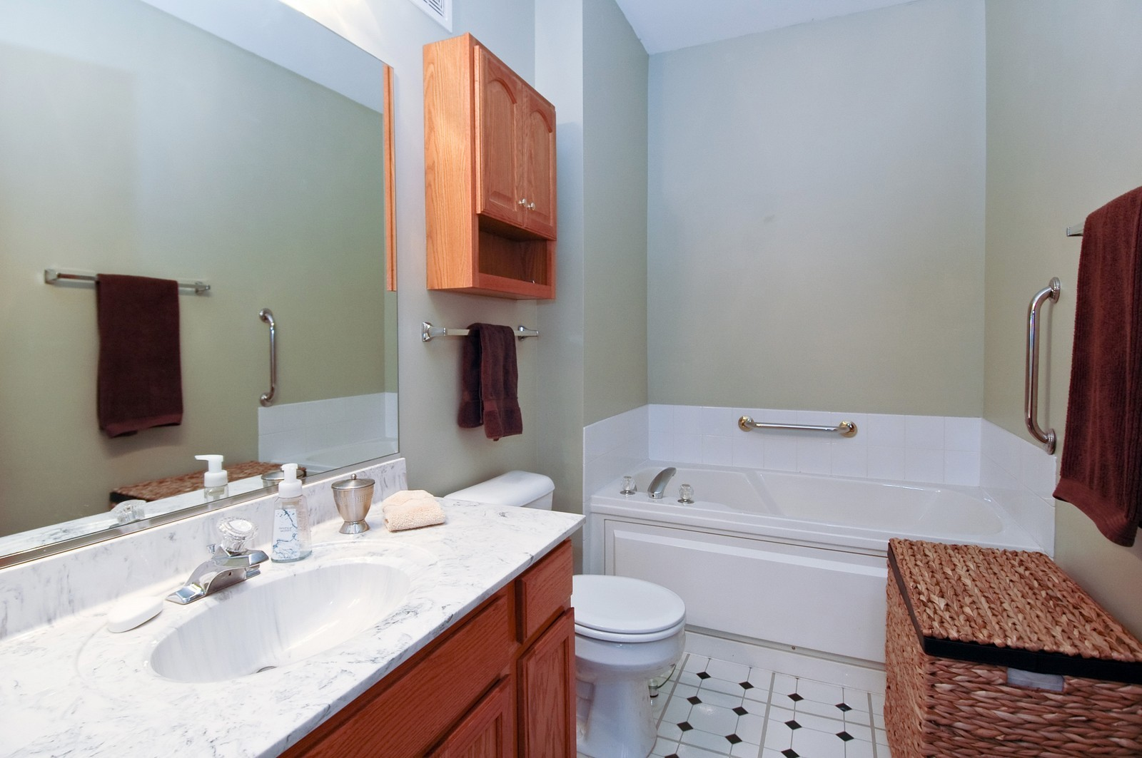 Real Estate Photography - 285 Nicole Dr, Unit F, South Elgin, IL, 60177 - Master Bathroom