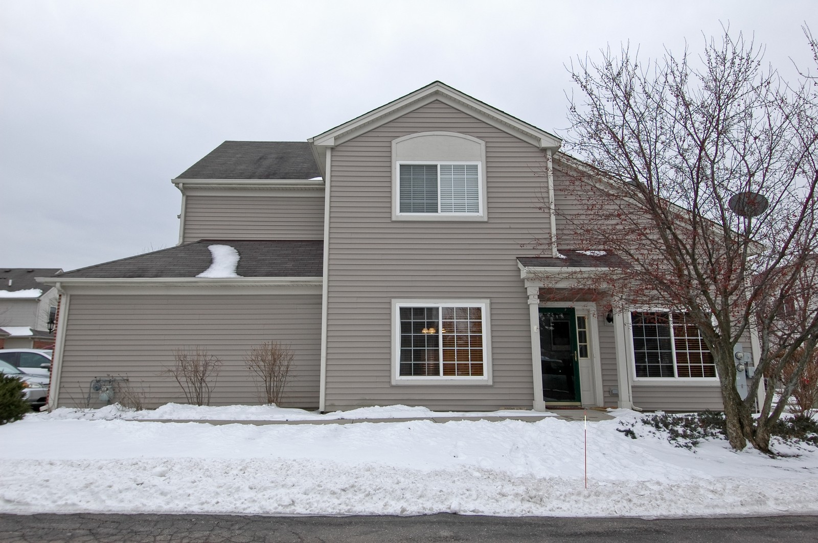 Real Estate Photography - 285 Nicole Dr, Unit F, South Elgin, IL, 60177 - Front View