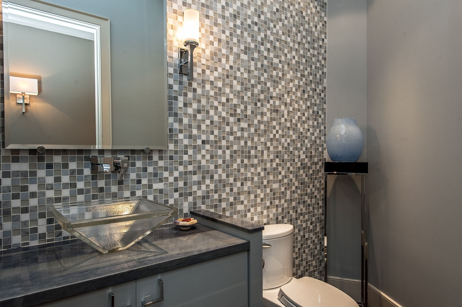 Real Estate Photography - 1715 Cloverdale Ave, Highland Park, IL, 60035 - Half Bath