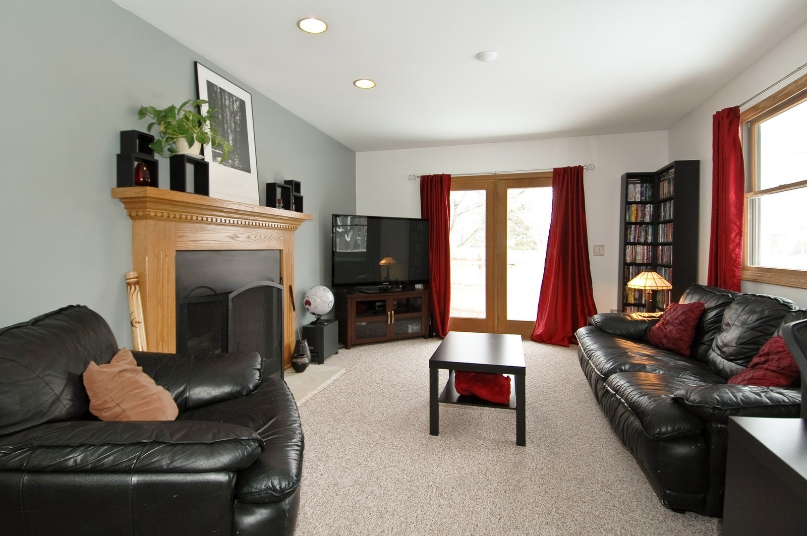 Real Estate Photography - 4603 Strong Rd, Crystal Lake, IL, 60014 - Family Room