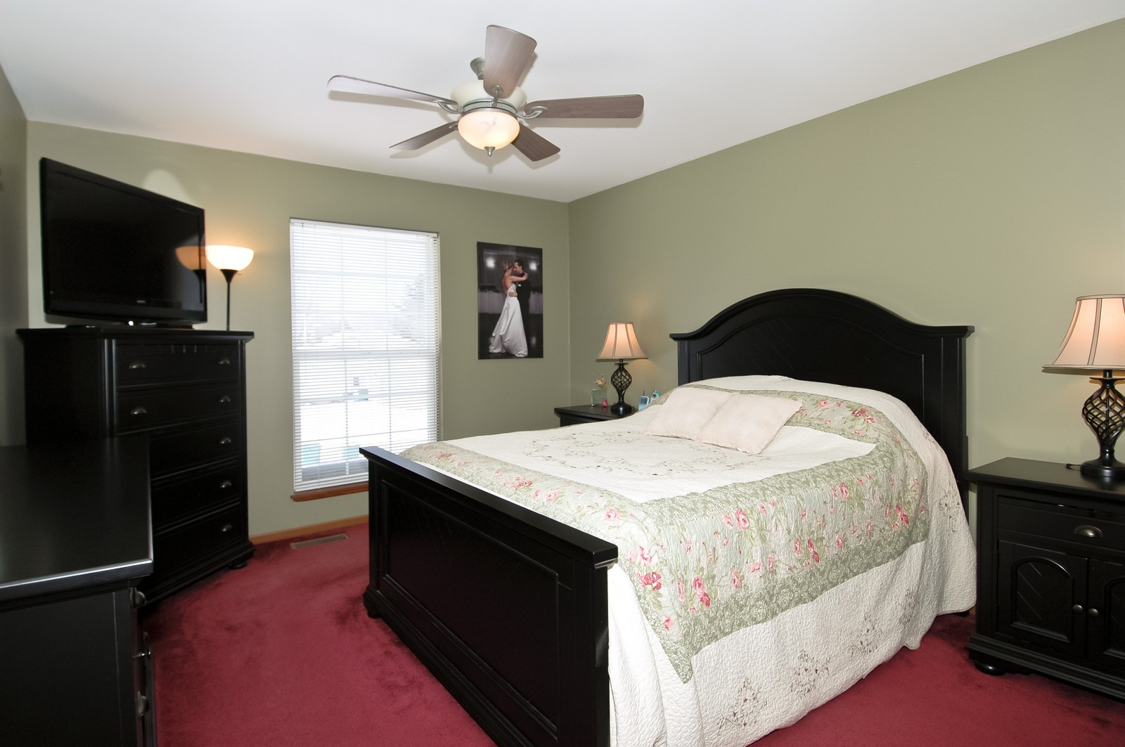 Real Estate Photography - 120 Springbrook Ct, McHenry, IL, 60050 - Master Bedroom