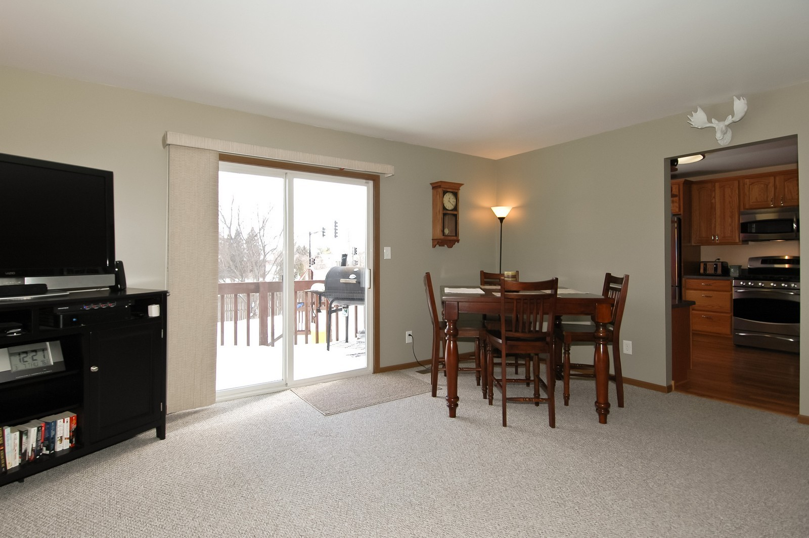 Real Estate Photography - 120 Springbrook Ct, McHenry, IL, 60050 - Dining Room
