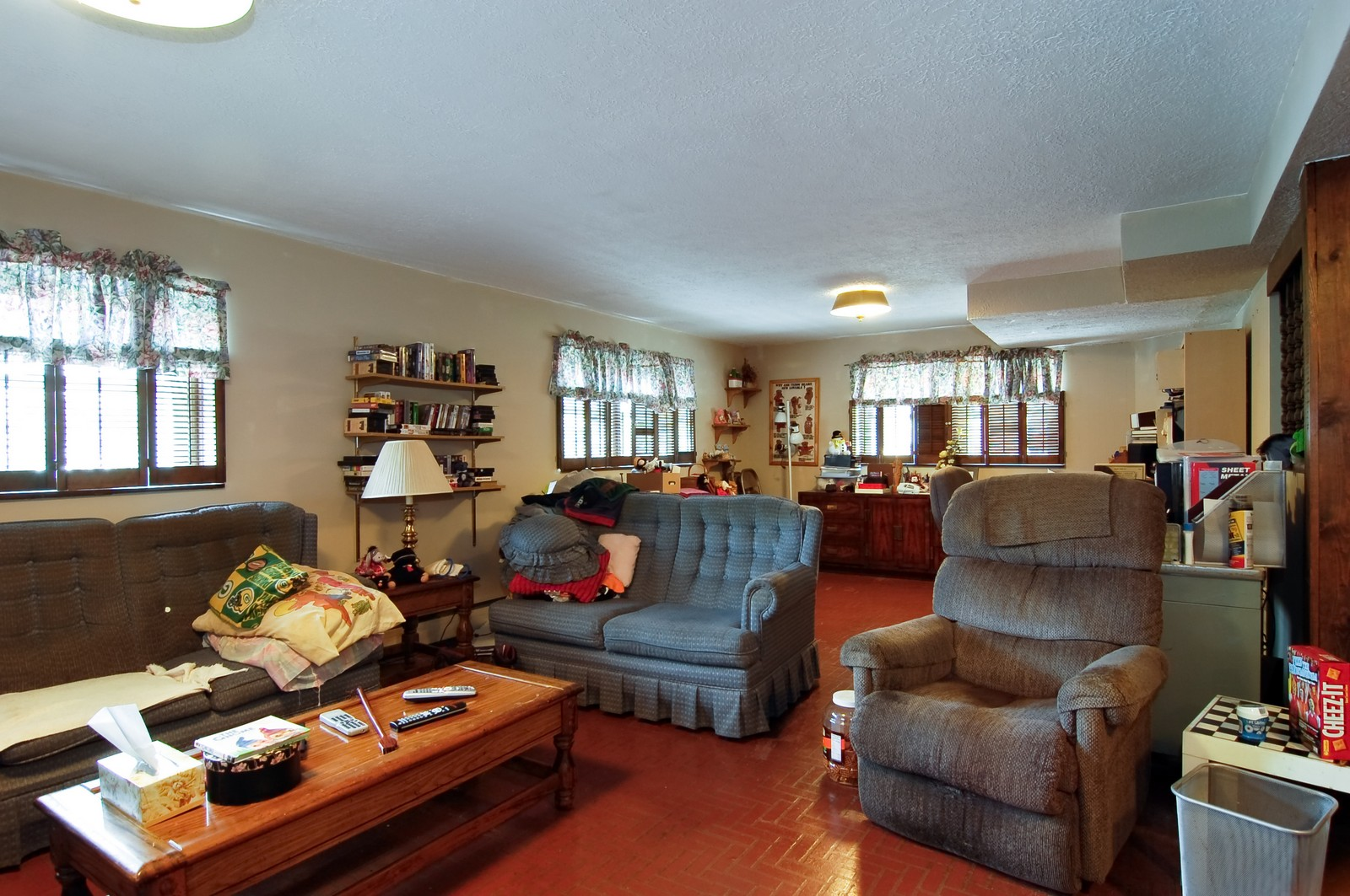 Real Estate Photography - 17W063 Bryn Mawr Ave, Bensenville, IL, 60106 - Family Room
