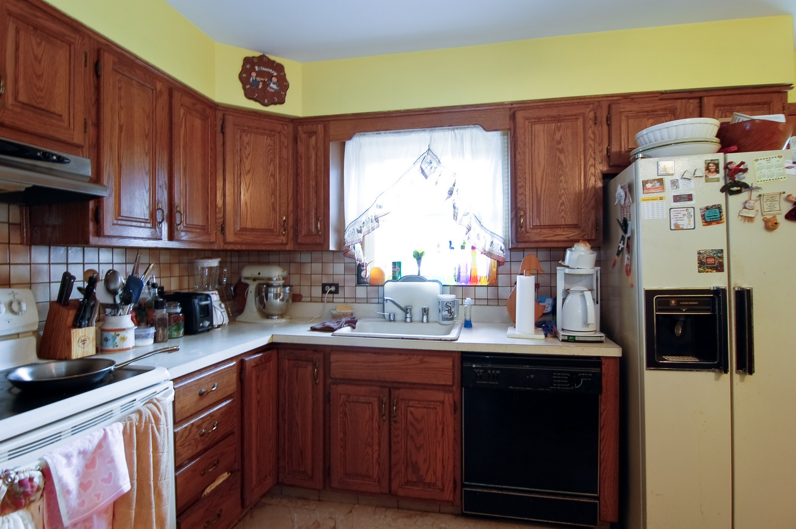 Real Estate Photography - 17W063 Bryn Mawr Ave, Bensenville, IL, 60106 - Kitchen