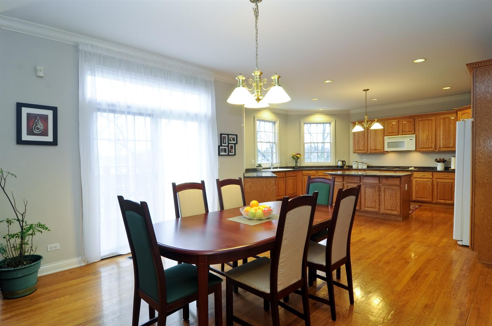 Real Estate Photography - 1020 Oakland, Barrington, IL, 60010 - Kitchen / Breakfast Room