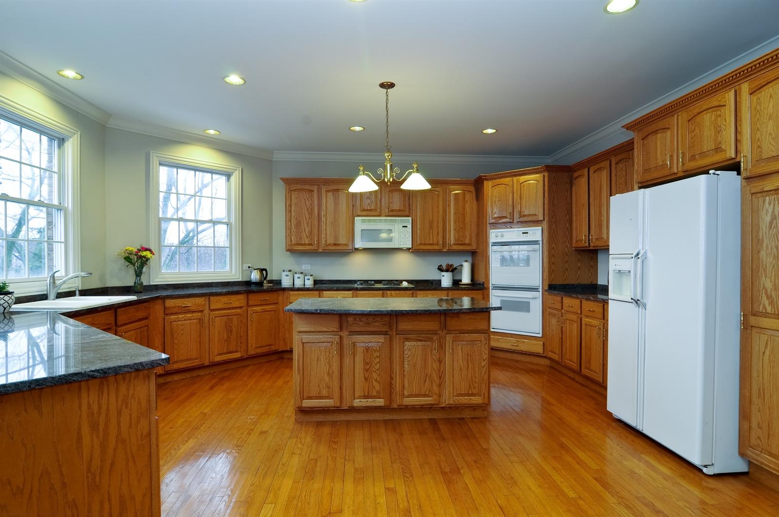 Real Estate Photography - 1020 Oakland, Barrington, IL, 60010 - Kitchen