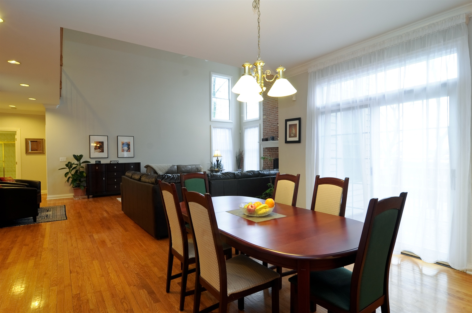 Real Estate Photography - 1020 Oakland, Barrington, IL, 60010 - Breakfast Nook