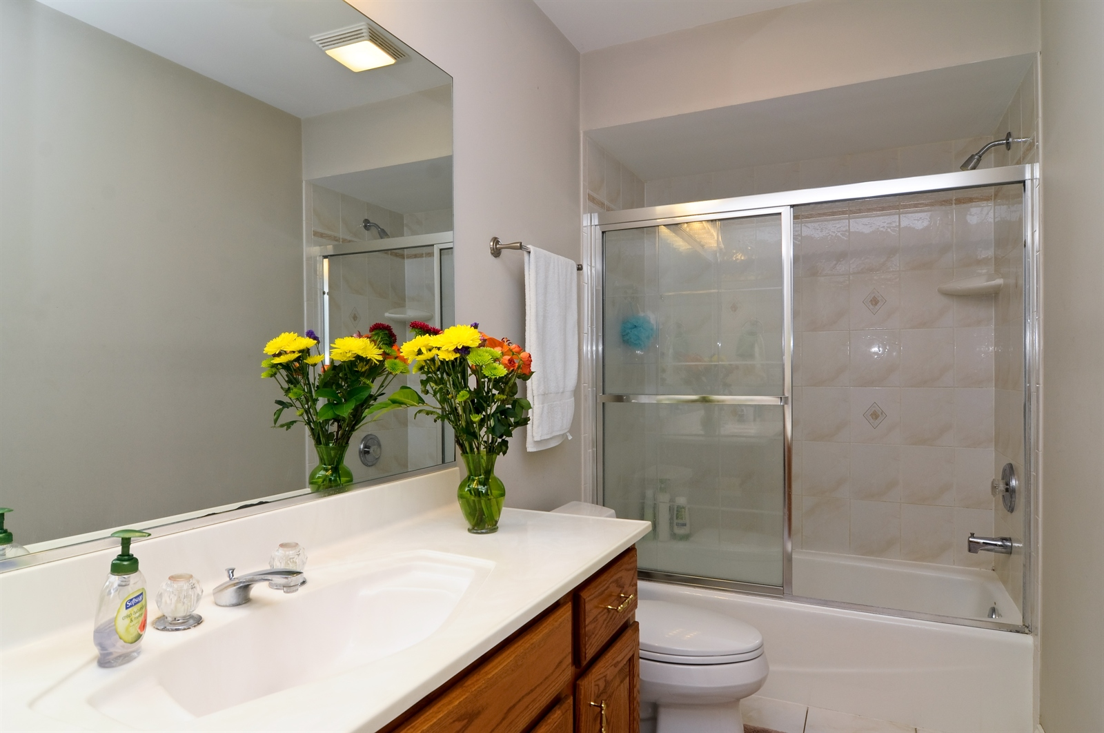 Real Estate Photography - 1020 Oakland, Barrington, IL, 60010 - 2nd Bathroom