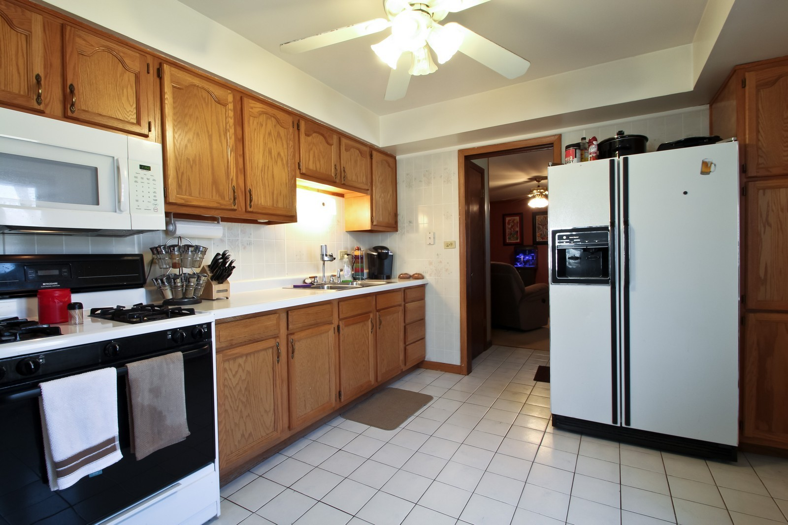 Real Estate Photography - 16141 Haven Ave, Orland Hills, IL, 60487 - Kitchen