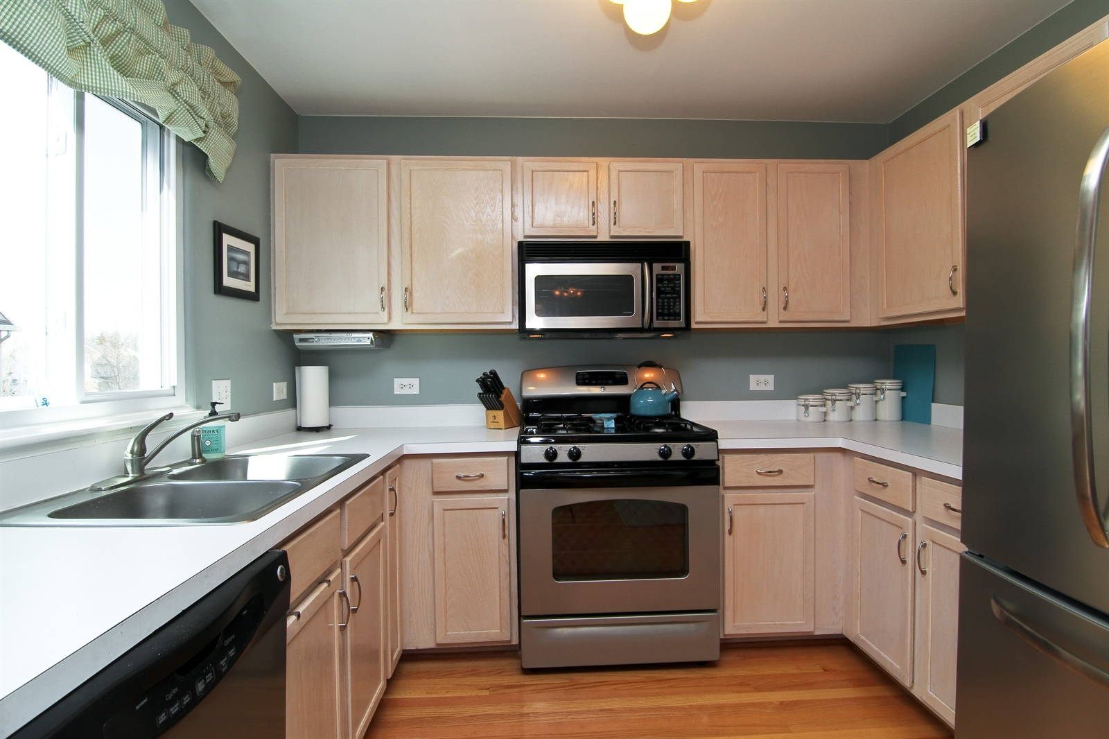 Real Estate Photography - 2765 Wodmere Dr, Darien, IL, 60561 - Kitchen