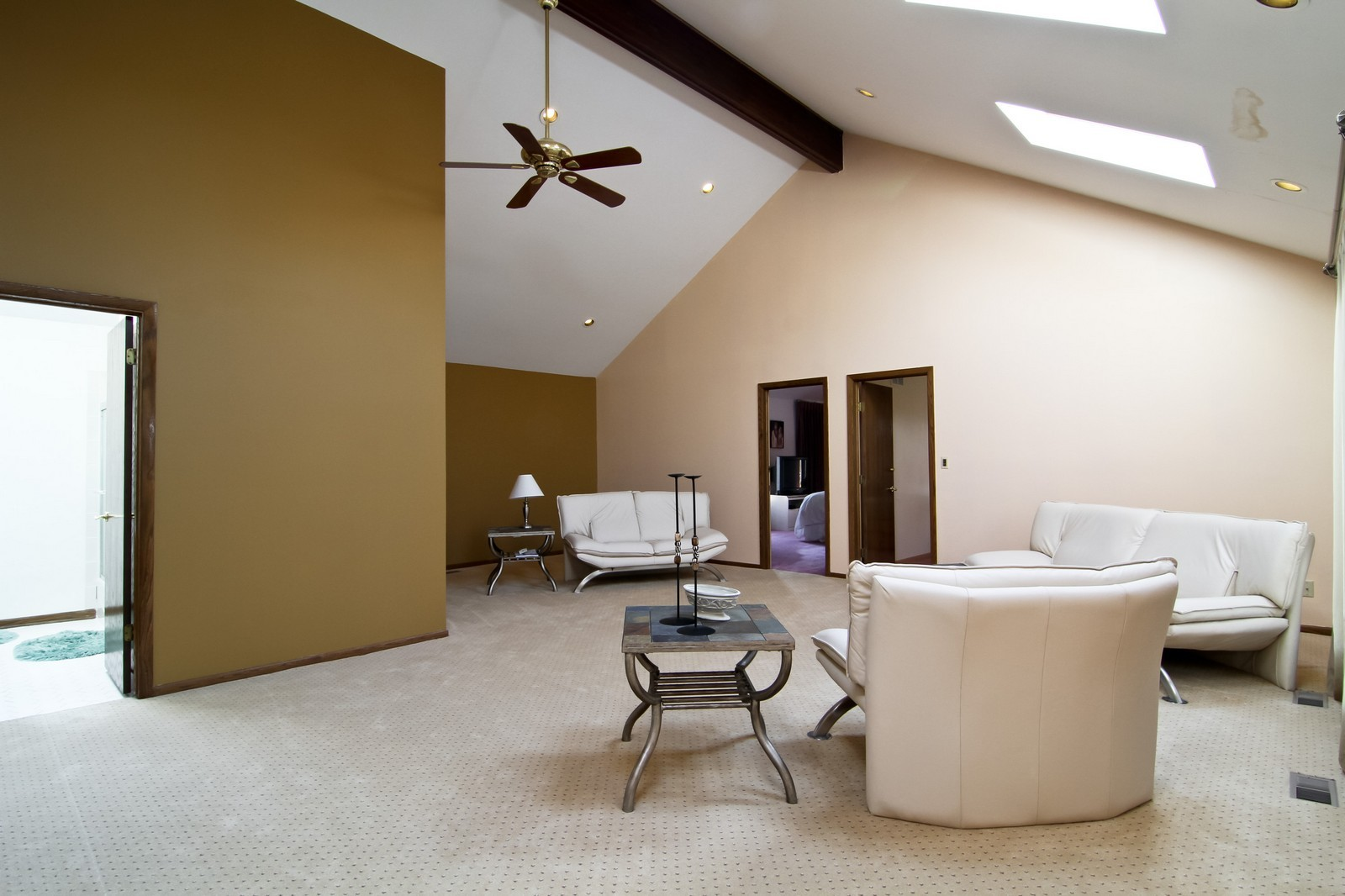 Real Estate Photography - 502 Midwest Club Pkwy, Oak Brook, IL, 60523 - Loft
