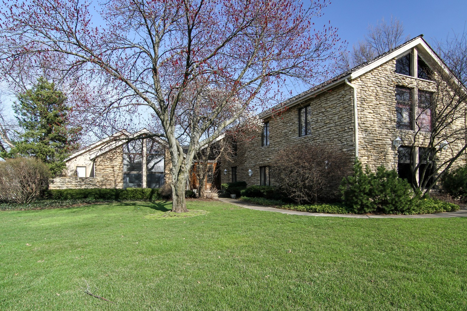 Real Estate Photography - 502 Midwest Club Pkwy, Oak Brook, IL, 60523 - Front View