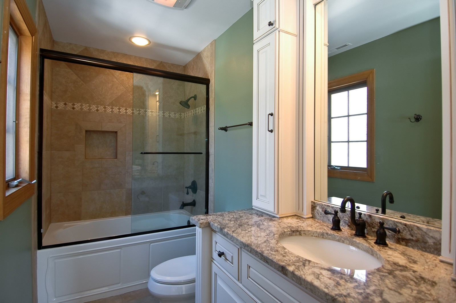 Real Estate Photography - 10424 Deerpath Rd, Woodstock, IL, 60098 - 2nd full bath