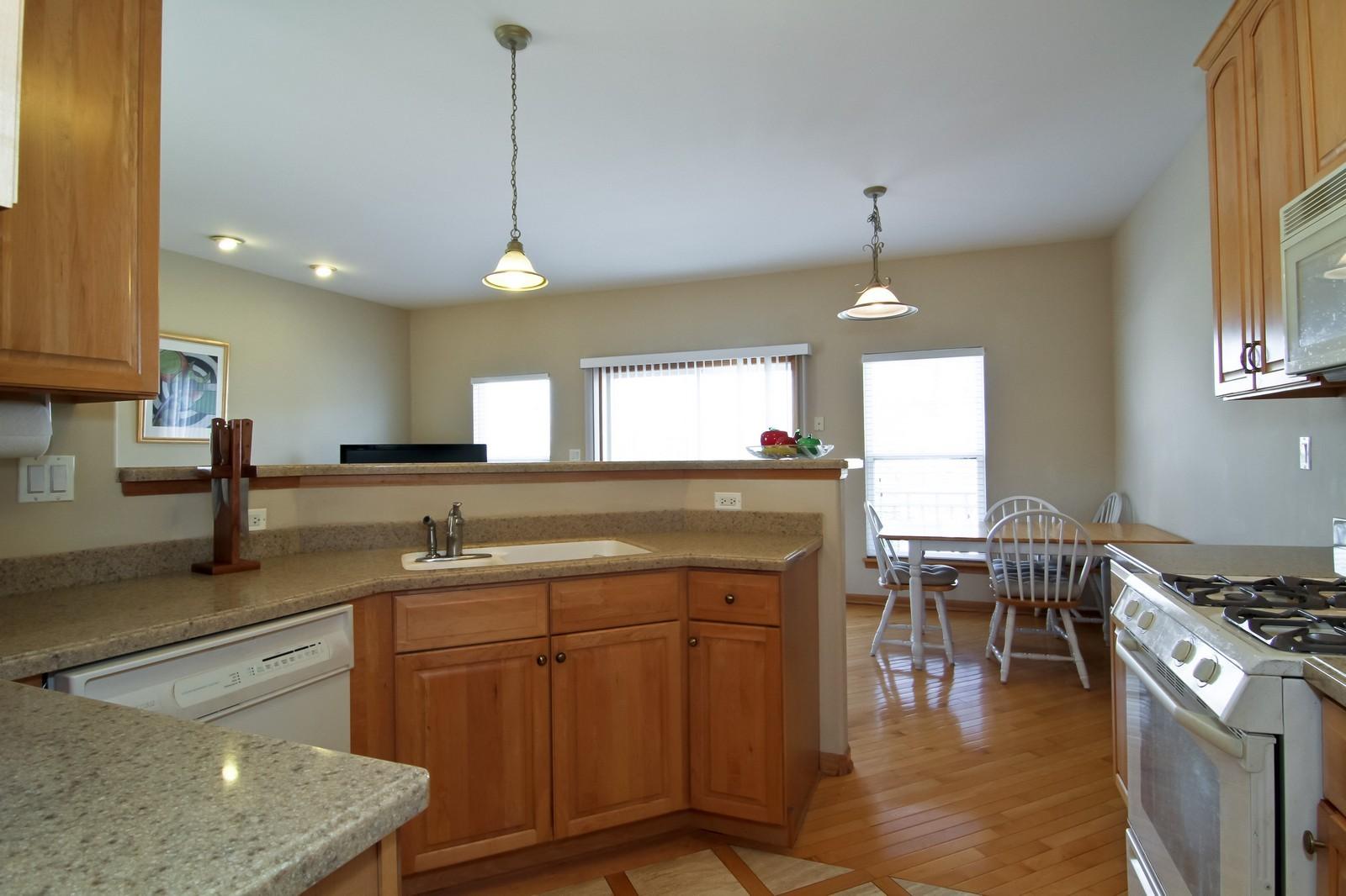 Real Estate Photography - 1135 Ironwood Ln, Lisle, IL, 60532 - Kitchen